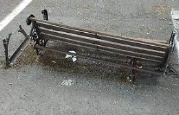 Distrutta la panchina dedicata alla centenaria