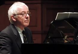 Nel chiostro del Municipio recital pianistico di Carnelli