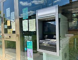 Scatta l'allarme, assalto fallito al bancomat