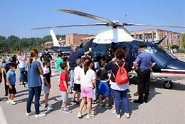 L'elicottero dei Cc atterra davanti alla scuola Marconi