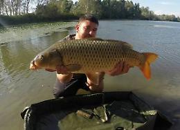 Perde i sensi e finisce in acqua, muore pescatore 37enne