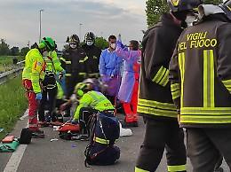 Schianto in via Bergamo, tre auto distrutte e un ferito grave