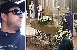 Lacrime e ricordi per l'ultimo saluto a «Joe»