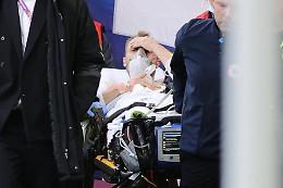 Eriksen collassa in campo, dopo il massaggio cardiaco riapre gli occhi