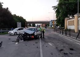 Scontro frontale tra due veicoli in via Brescia