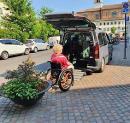 Disabili delusi, anche la fioriera diventa ostacolo
