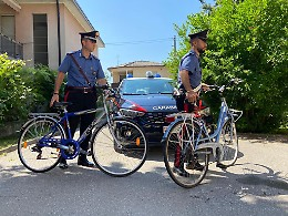 Ladri di biciclette alla stazione, individuati e denunciati in due