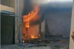 Tragedia sfiorata: 7 bombole di gas nel rustico andato a fuoco