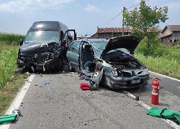 Scontro tra macchina e furgone, grave automobilista cremasco