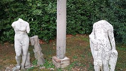 Via le teste di due statue dalla cascina, blitz notturno dei ladri