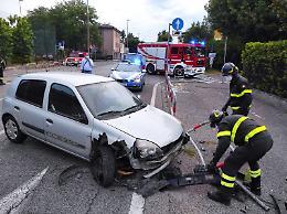 Perde il controllo dell'auto, attimi di paura per una 40enne