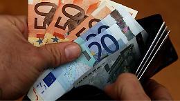 'Prestigiatore' delle banconote, ruba 120 euro al market