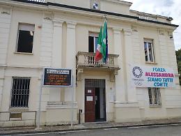 Striscione sul municipio per Alessandra Montesano