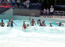 Un'ondata  di polemiche sulla vasca della piscina