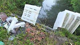 Dilagano i rifiuti abbandonati nelle campagne