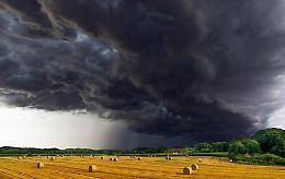 Allerta meteo nei campi: «Dopo la siccità le alluvioni»