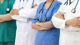 Sanitari no-vax: sospensione per 63
