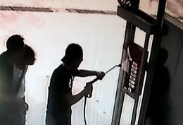 Gettoniera dell'autolavaggio in corto circuito, 6 giovani denunciati