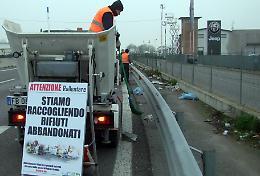Filari di oleandri ostacolo contro il continuo abbandono dei rifiuti