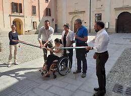 Percorsi protetti «attivati»: lo slargo a misura di disabili