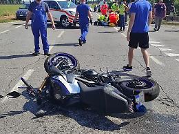 Un altro scontro tra auto e moto, a Zappello grave un 29enne