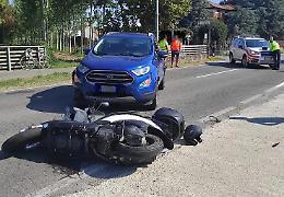 Schianto tra auto e scooter, centauro trasportato in ospedale