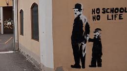 """""""No school, no life"""", cancellato il murale del Banksy cremonese"""