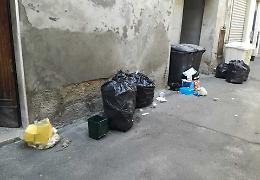 Schiamazzi, bici e rifiuti abbandonati: raccolta firme e petizione