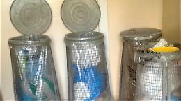 Rifiuti, nei condomini rimangono i cesti metallici