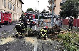 Forte grandinata sulla città e nel Cremasco, vigili del fuoco in azione