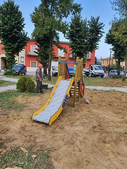 Nuovo parco giochi a Regona, il sindaco Moggi: «Impegni mantenuti»