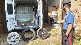Le ruote delle supercar nel furgone rubato