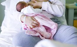 Allattamento materno, corsi on line e sì al vaccino per donne gravide e puerpere