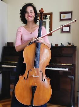 Arianna De Martino fa vibrare il violoncello 'mai costruito' di Morassi