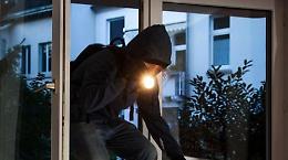 In 5 tentano il furto di strumenti informatici, ladri messi in fuga