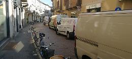Centro città invaso dai furgoni: niente hub per lo scarico merci