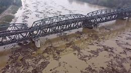 Fiume Po, le immagini dal drone: una distesa da paura di detriti