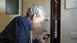 Anziano truffato in casa: via i gioielli dalla cassaforte