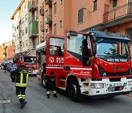 Incendio nel vano dell'ascensore, 4 persone intossicate