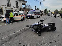 In moto tampona auto, a Dovera gravi traumi per un centauro