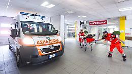 Cade da una scala, 46enne ferito alla Braga di Scandolara Ravara