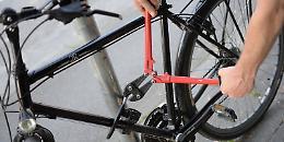 Ruba una bicicletta in piazza, individuato e denunciato un 48enne