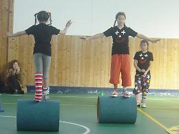 Conflitti genitori-figli: circo educativo per superarli divertendosi insieme