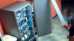 Furti ai distributori automatici: altri 12 colpi attribuiti al ladro seriale