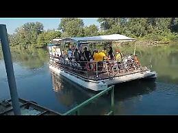 Acquisti al mercato di Gera in navigazione sul fiume Adda