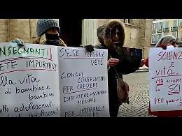"""VIDEO Flash mob a Crema """"Priorità alla scuola"""""""