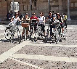 Città viva e piena di turisti
