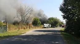 Incendio in un appezzamento di terreno vicino alla discarica di S. Rocco