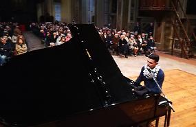 Musica di speranza con il pianista Yarmouk