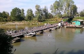 Riaperto il ponte di barche